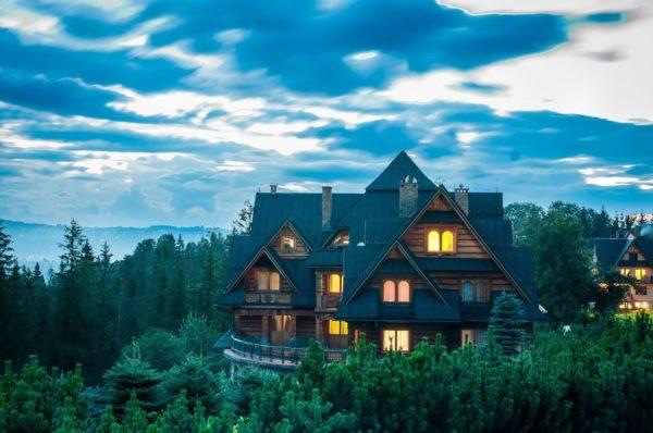 Gdzie budować dom z bali drewnianych?