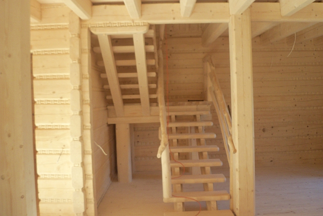 schody recznie rzezbione drewniane