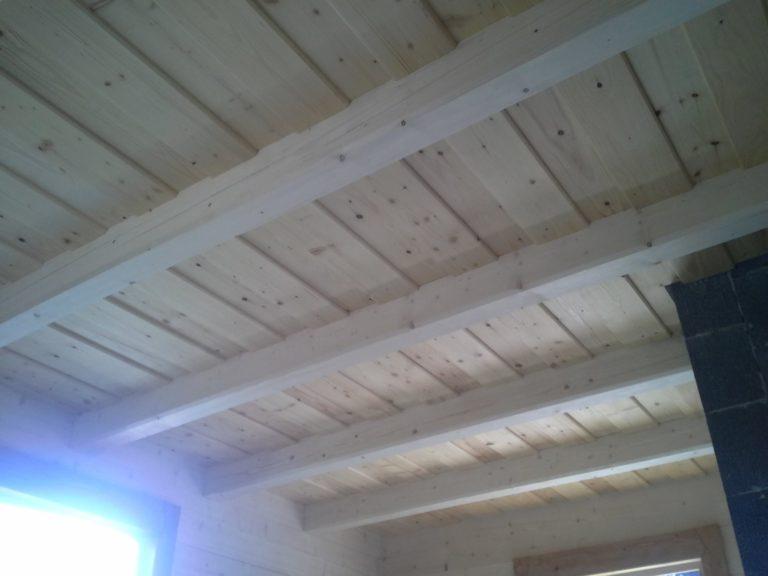 drewniane belki nasuficie