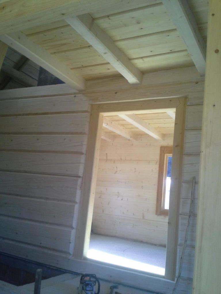 zdjecie sciany zplazow drewnianych