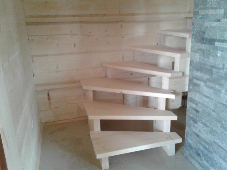 krętę schody drewniane