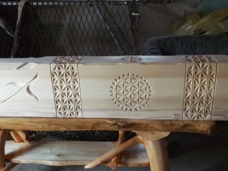 goralskie zdobienia belki drewnianej