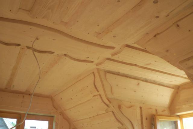 ozdobne wykonczenie sufitu wdomu zbali drewnianych